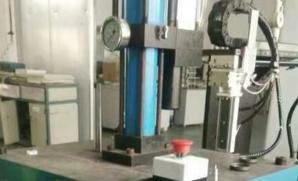 上金四柱气动冲床气液增压压机台湾客户定制机配套自动流水线使用